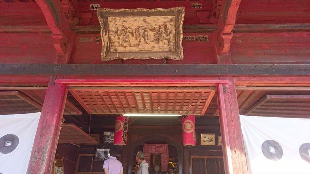 犬伏新町薬師堂の門