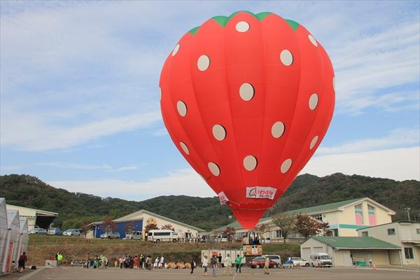 栃木市がいちご型の気球を作って飛ばしてるみたい