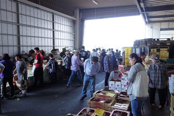 県南市場の年末開放