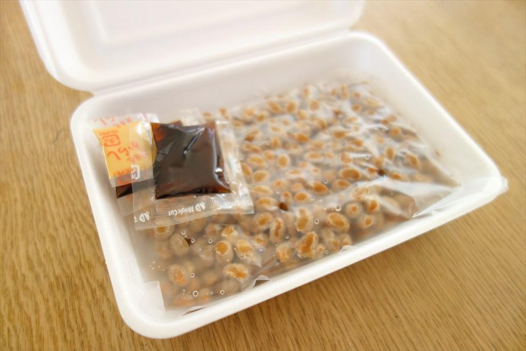 おらが納豆の箱を開けた写真