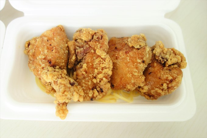 チキン坊の佐野黒から揚げアップ