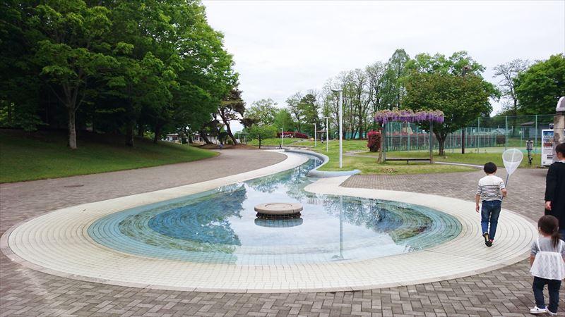 大平運動公園のじゃぶじゃぶ池