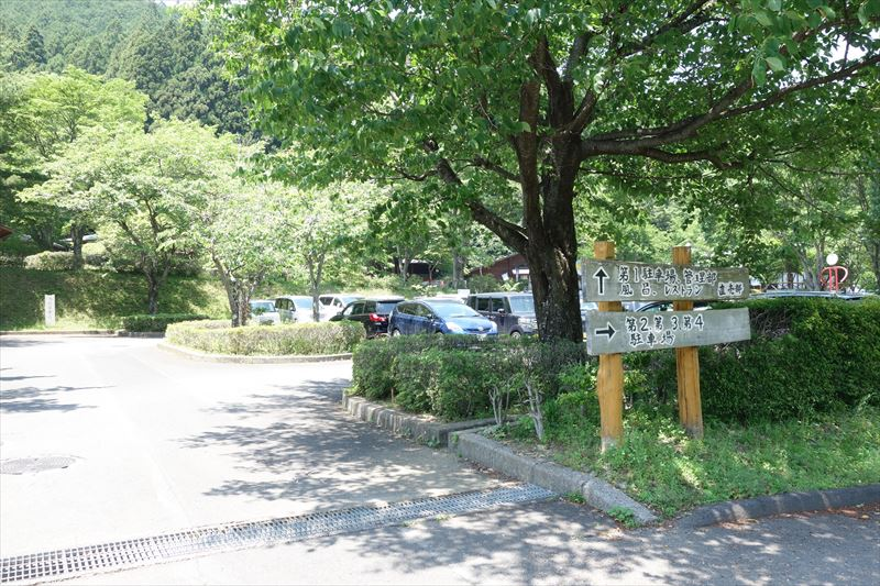 蓬山ログビレッジの駐車場