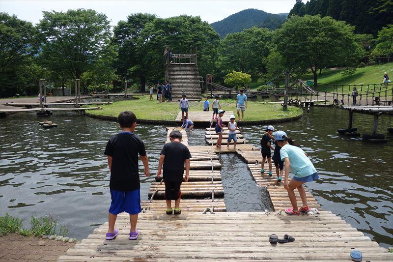 蓬山ログビレッジの水遊び場