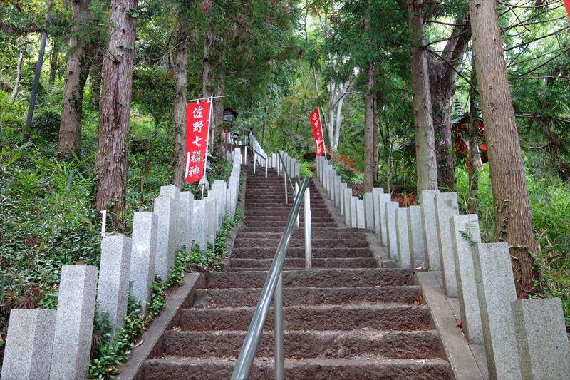 磯山弁財天の階段1