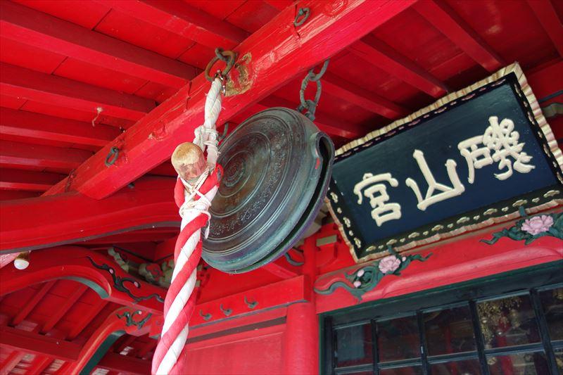 磯山弁財天の本殿の鐘