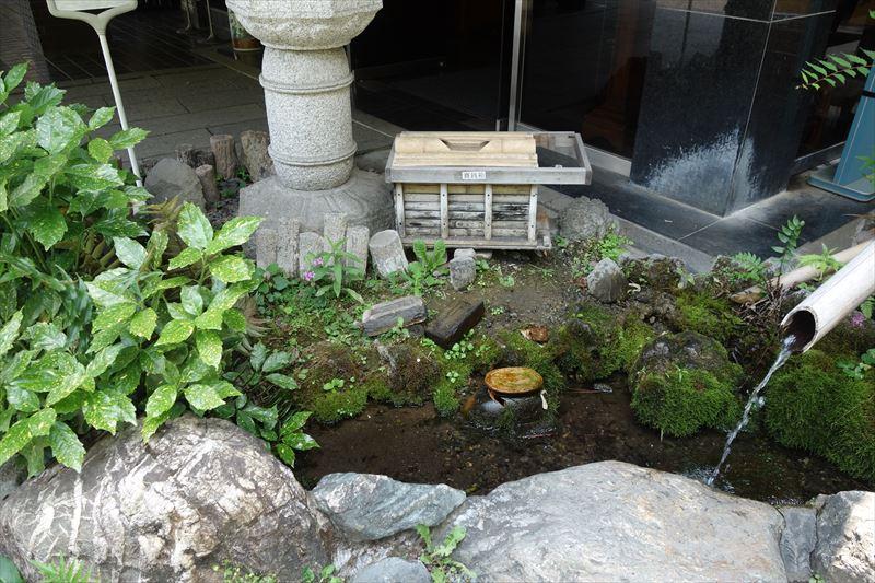 出流原弁天池の水くみ場