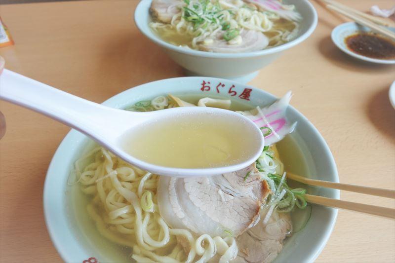 おぐら屋のラーメンのスープ