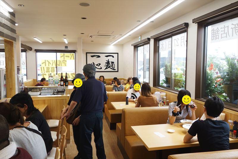 田村屋のテーブル席