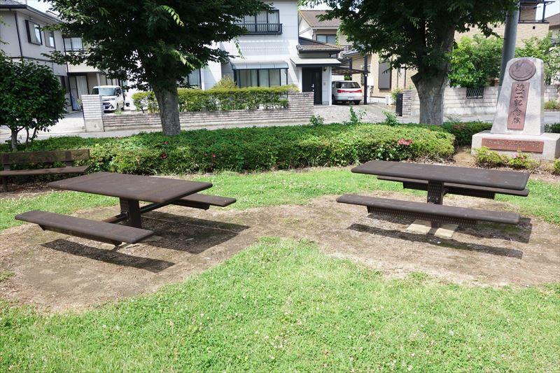 朱雀中央公園の休憩テーブル