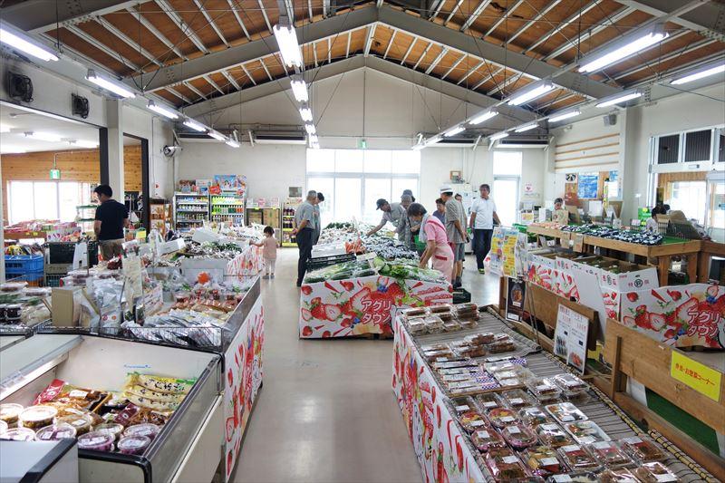 アグリタウンの成果物直売所「菜果な花」