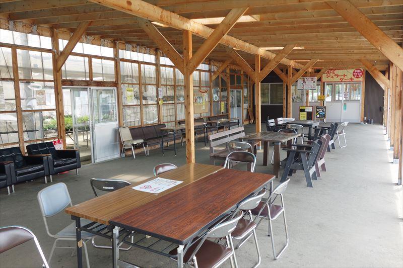 アグリタウンの喫茶店の飲食スペース