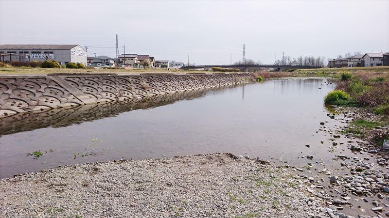 秋山川緑地グラウンドの水遊び場