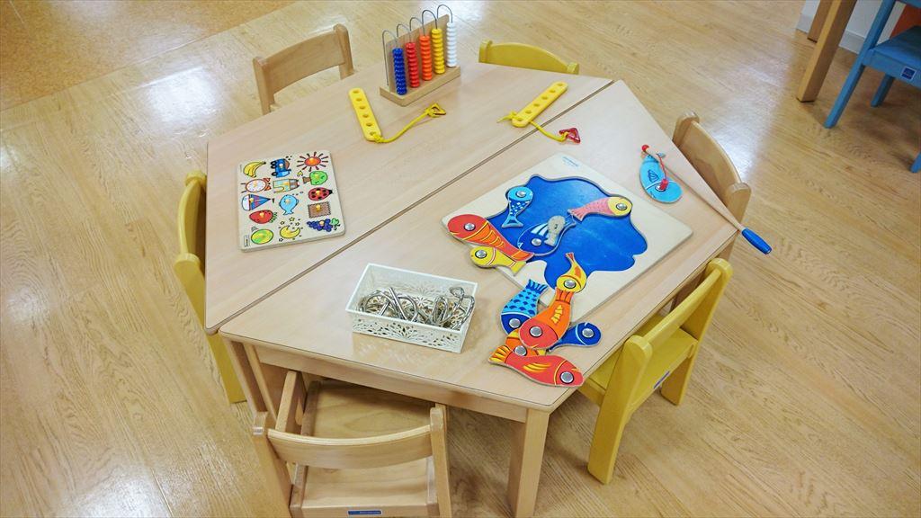 キッズランドおやまのテーブルスペース