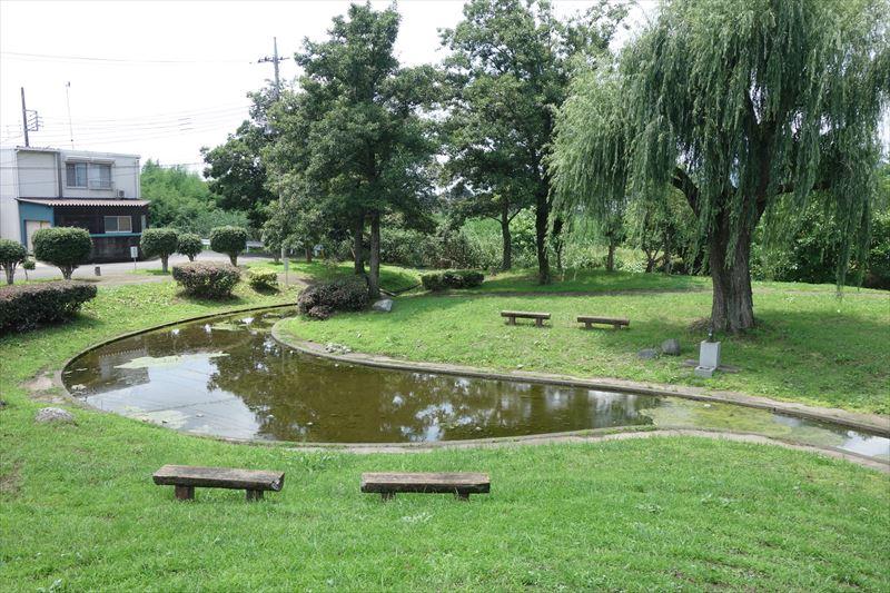 菊川第4公園の休憩用ベンチ
