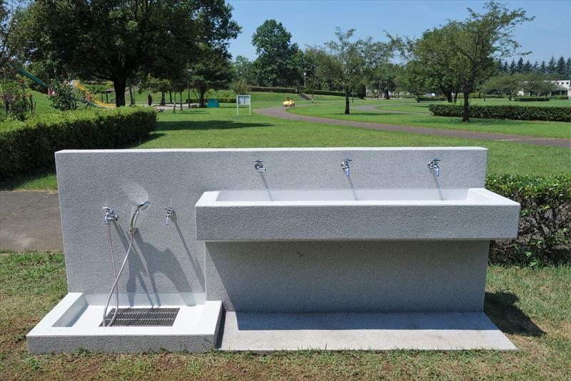 小山総合公園の水上アスレチックの手洗い場