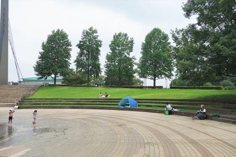 小山総合公園の噴水広場のまわり