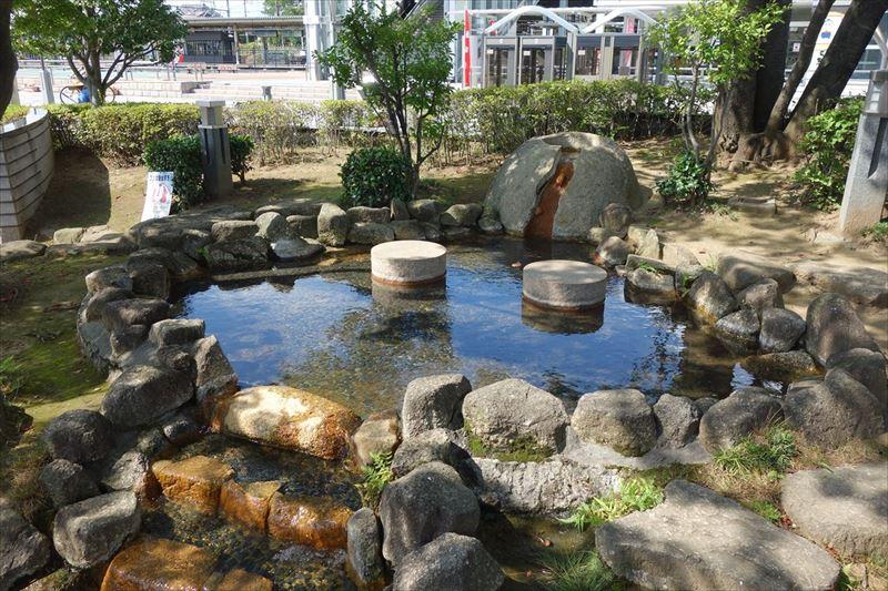 佐野駅前の水遊び場