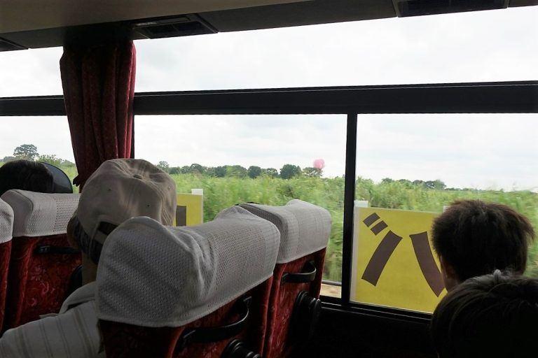 わたフェスの会場へ向かうシャトルバス