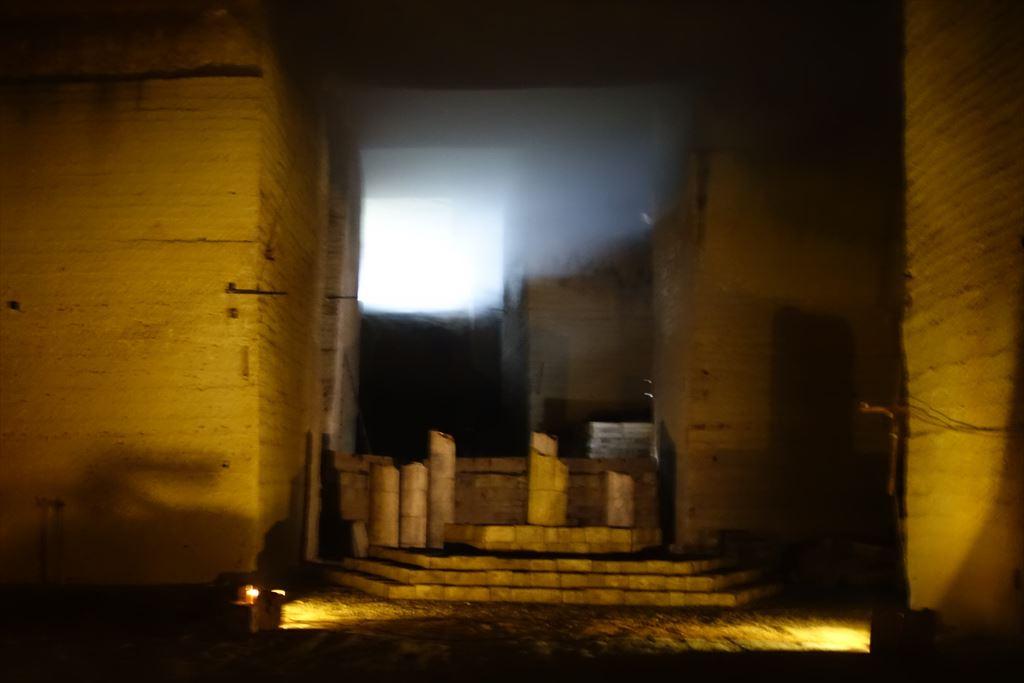 地下採掘場に差し込む地上の光