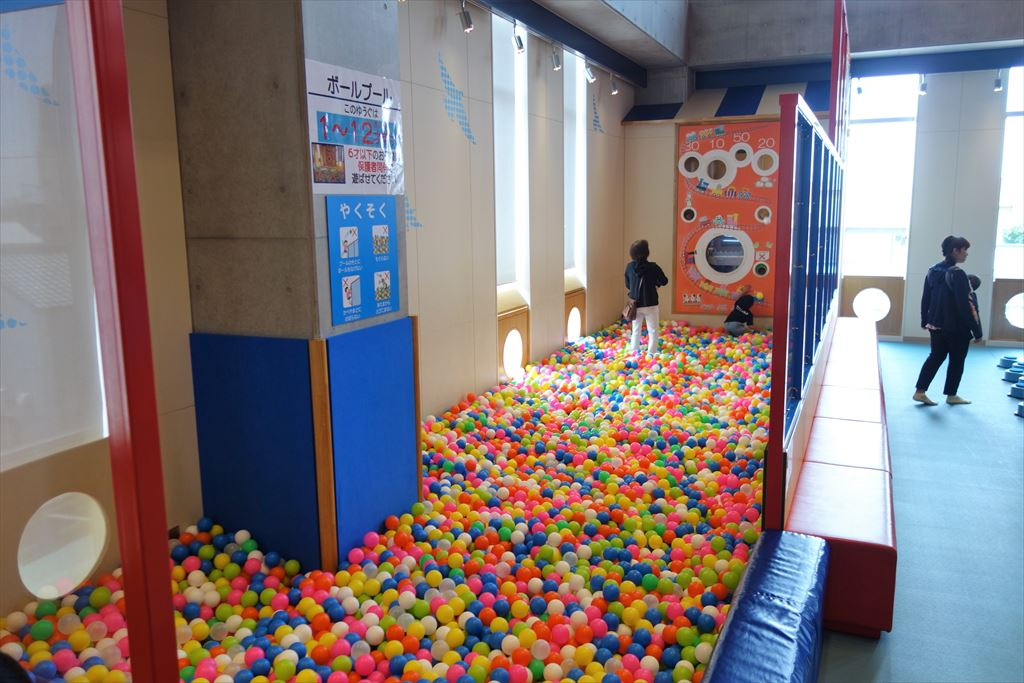 トコトコ大田原「わくわくらんど」のボールプール