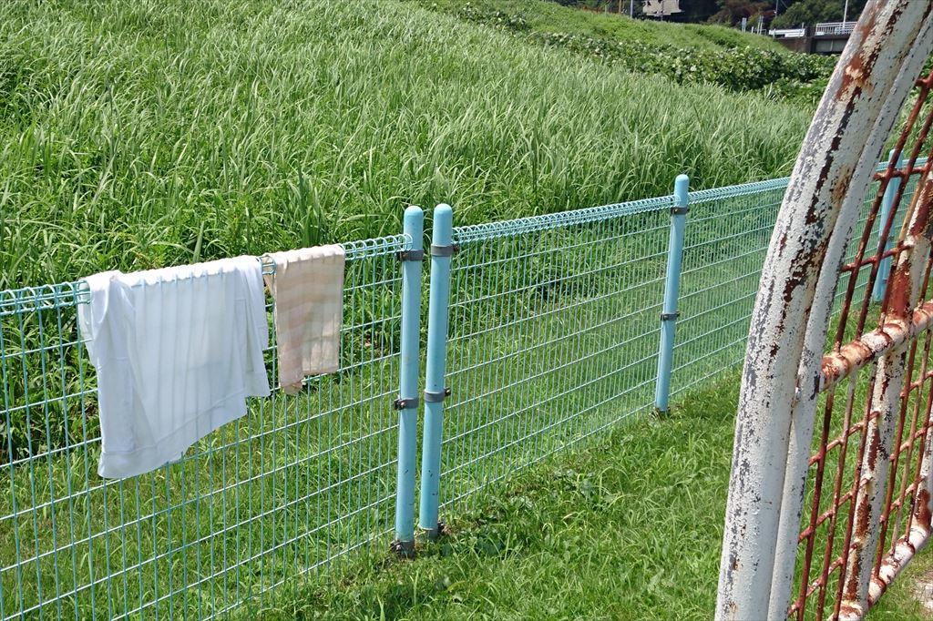 渡良瀬ウォーターパークのフェンスにタオルを干せる