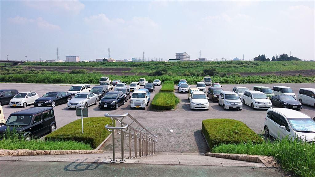 渡良瀬グリーンプラザの下にある駐車場