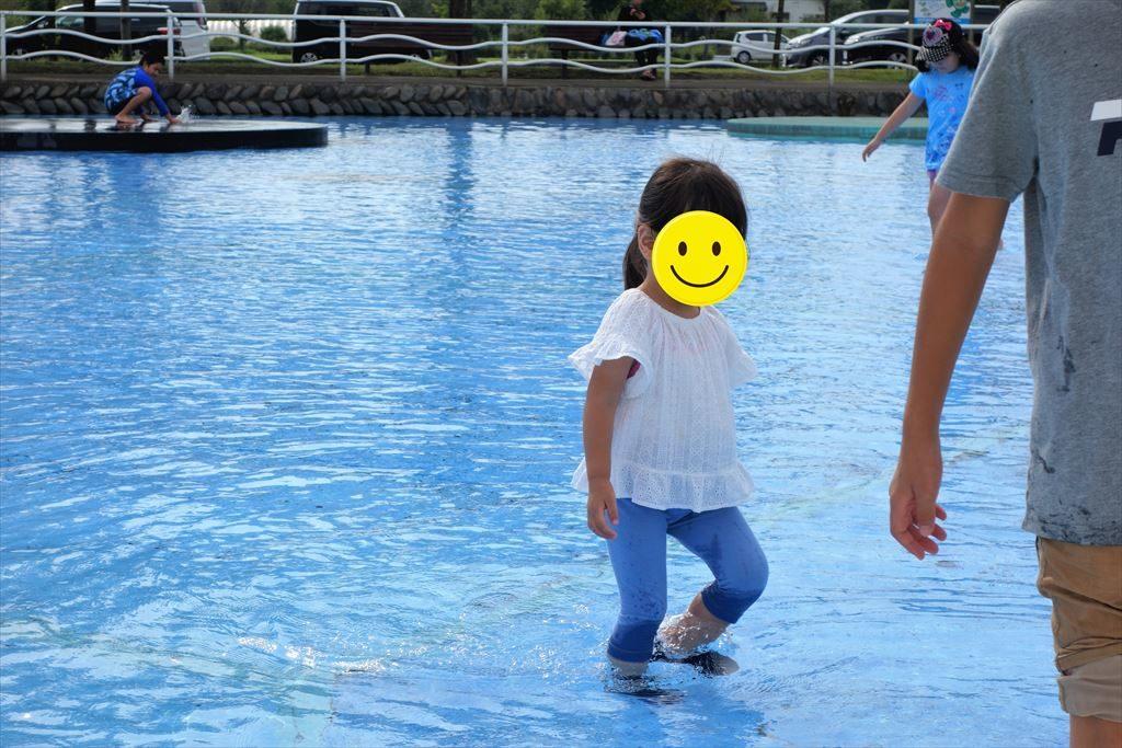 水深は子どものくるぶしくらい