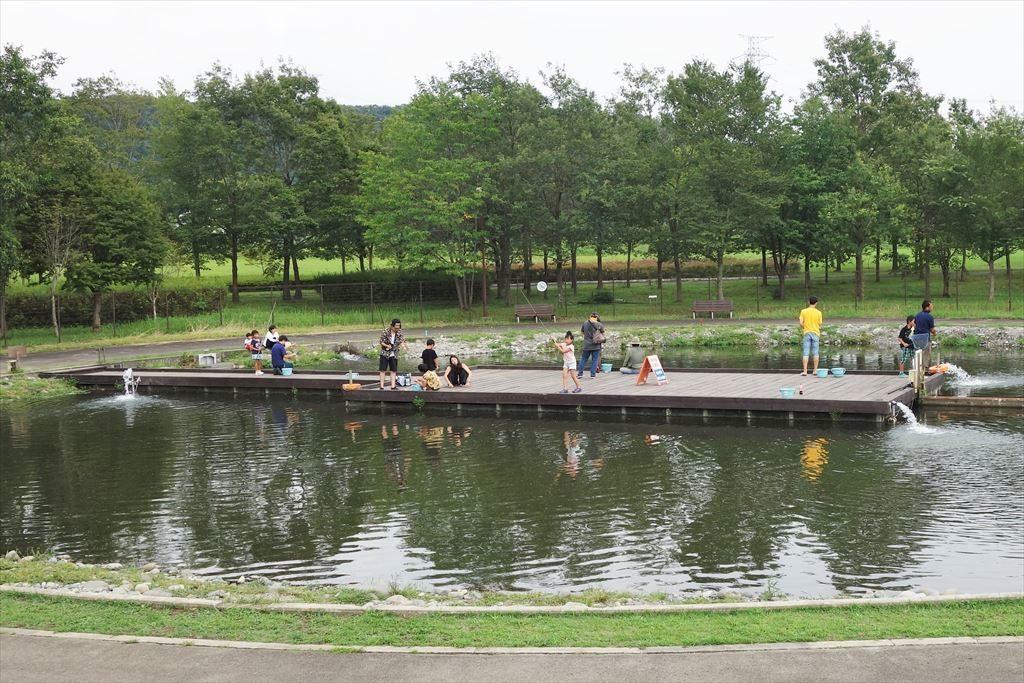 なかがわ水遊園の釣り池