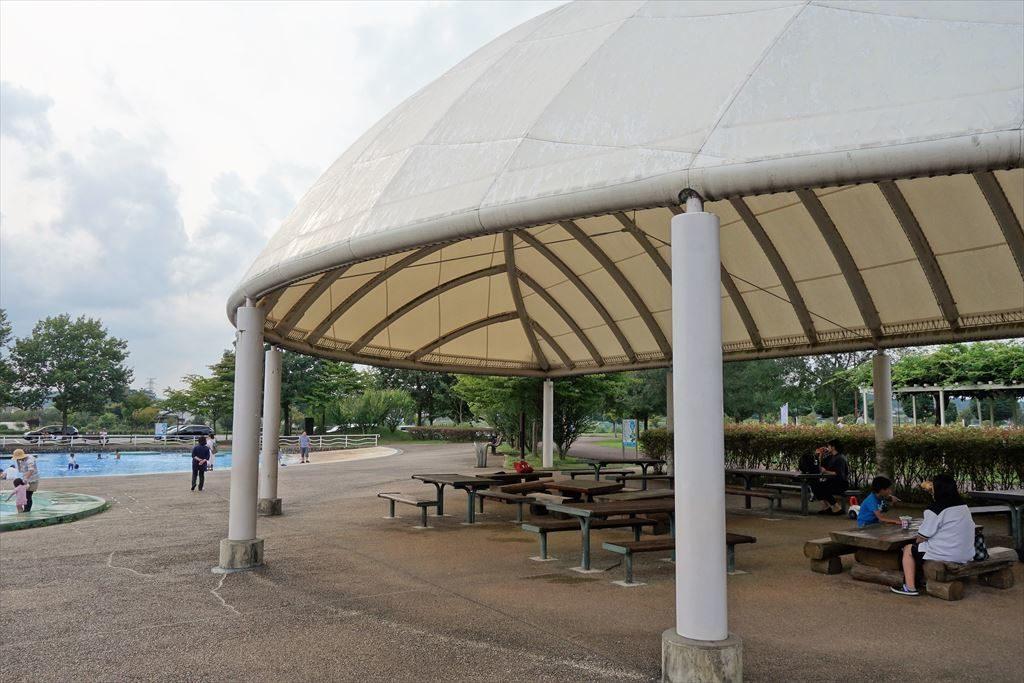 水遊び場の休憩スペース