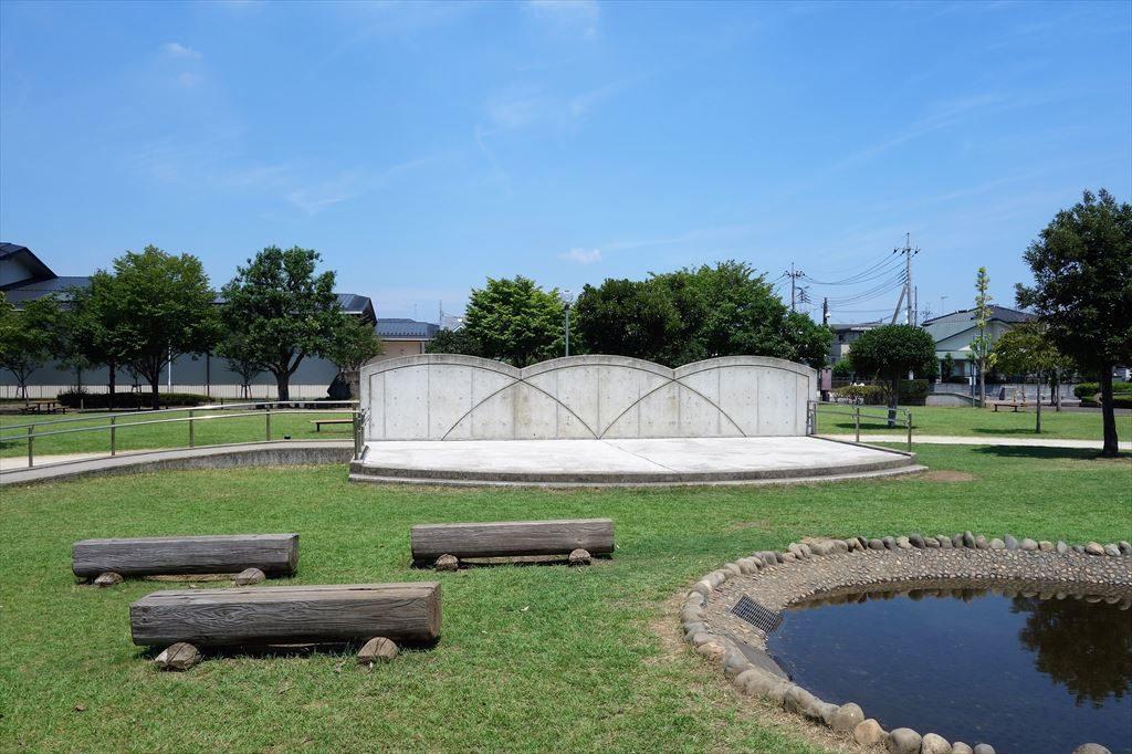 城南公園のステージ広場
