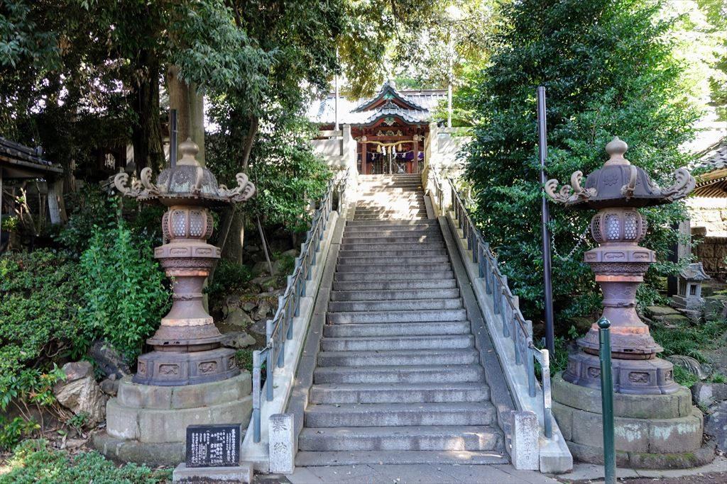 星宮神社の社殿へ続く階段