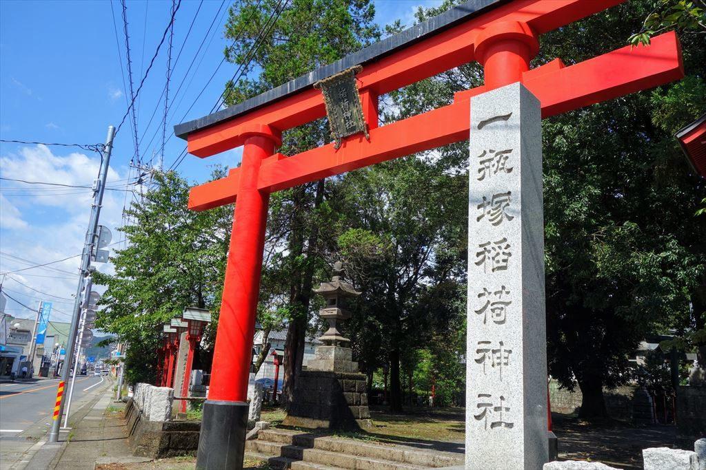 一瓶塚稲荷神社の鳥居アップ