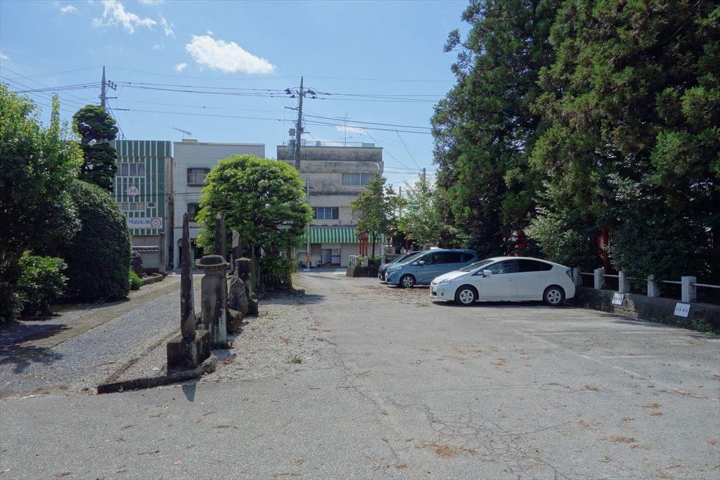 一瓶塚稲荷神社の駐車場