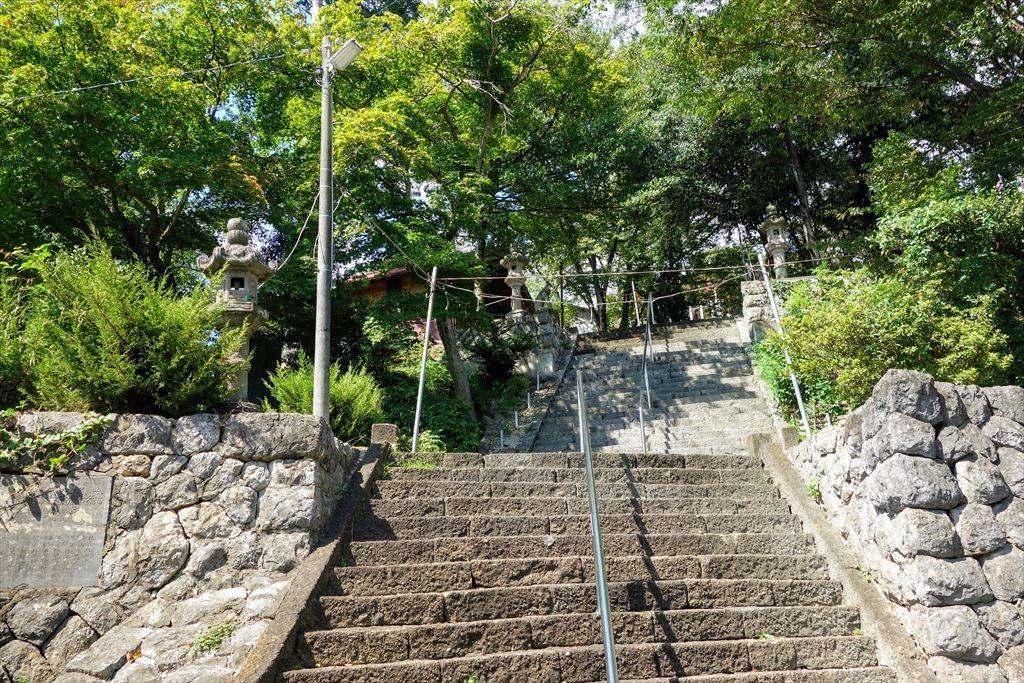 賀茂別雷神社の本殿へ続く階段
