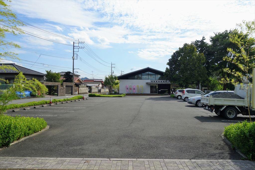 葛生伝承館の駐車場