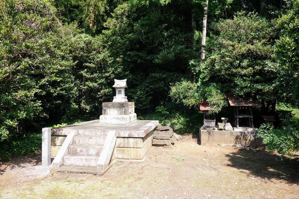 境内に祀られている織姫神社