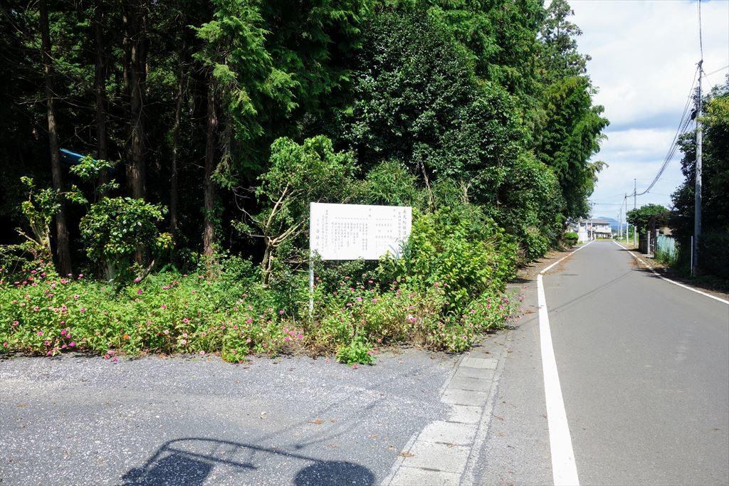 沼鉾神社の駐車場の入口