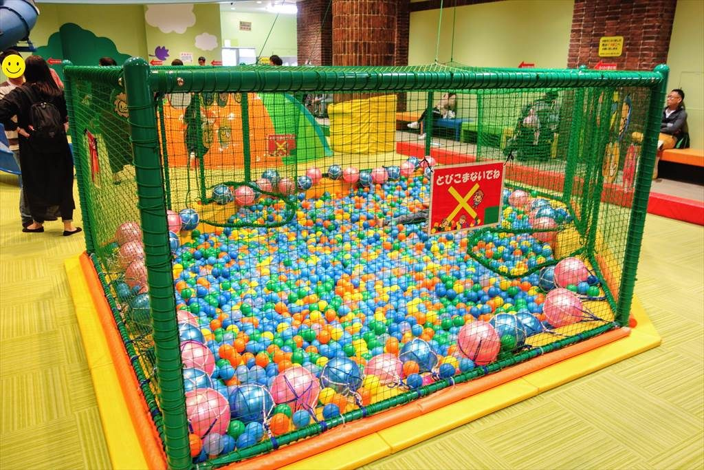 壬生町おもちゃ博物館の「きんぐとくぃーいん」のボールプール