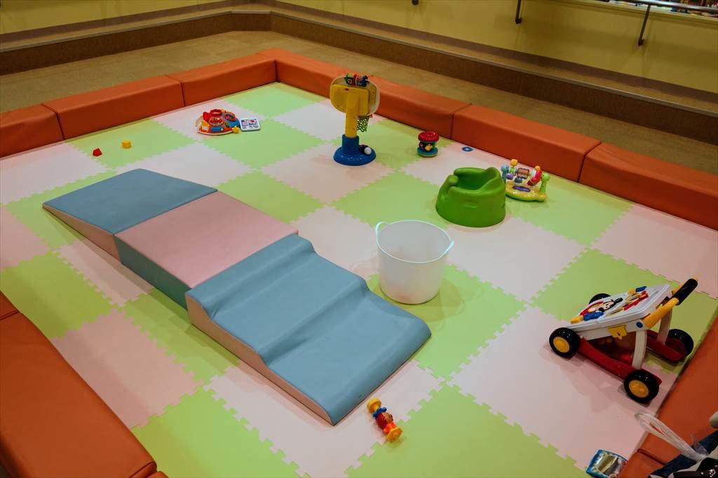 壬生町おもちゃ博物館「きっずたうん」のあかちゃんひろば