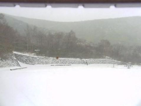 峠の茶屋駐車場のライブカメラ(積雪状態)