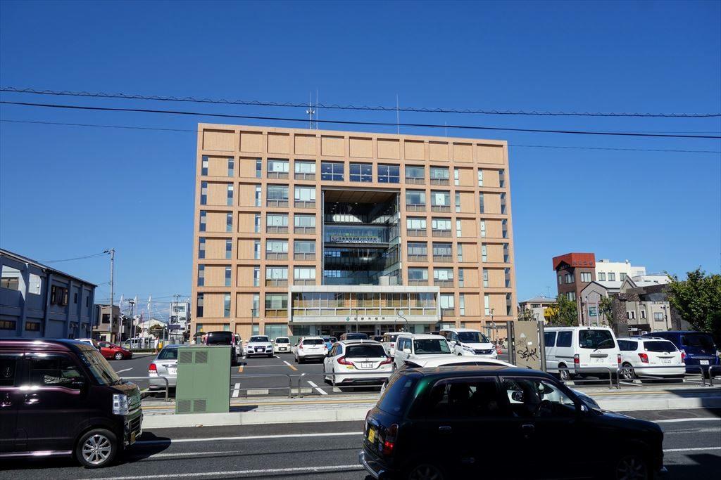 佐野市役所の屋外駐車場
