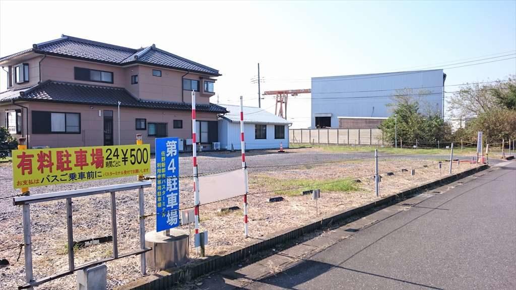 佐野新都市バスターミナルの第4駐車場の追加スペースの様子