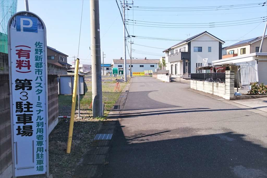 佐野新都市バスターミナルの第3駐車場への道