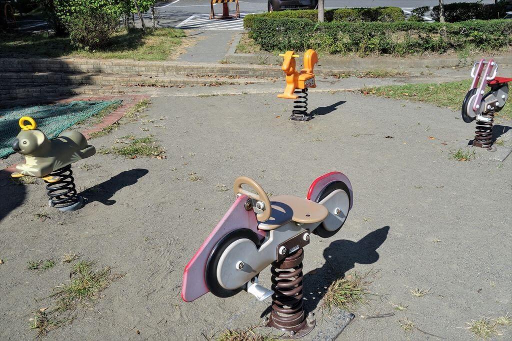 城山公園のスプリング遊具