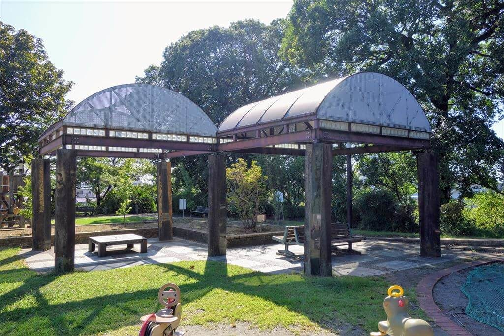 城山公園の休憩スペース