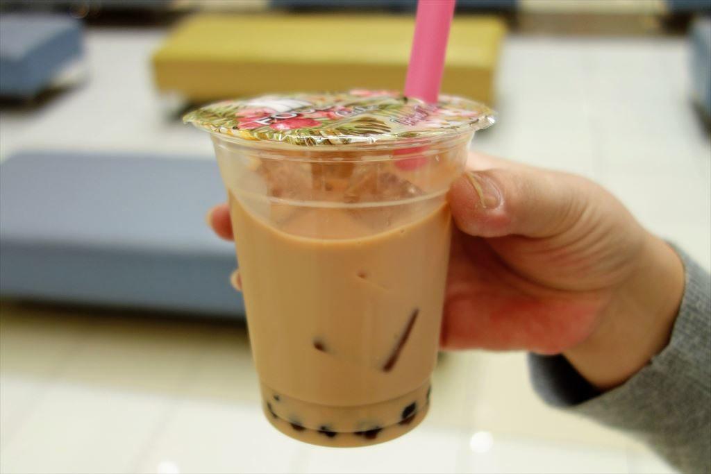 FOOD BOAT CAFE(フードボートカフェ)で注文したオリジナルタピオカミルクティー(別カット)