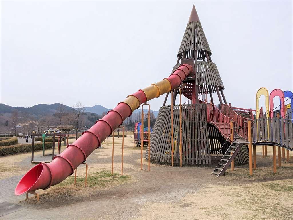 永野川緑地公園のすべり台1