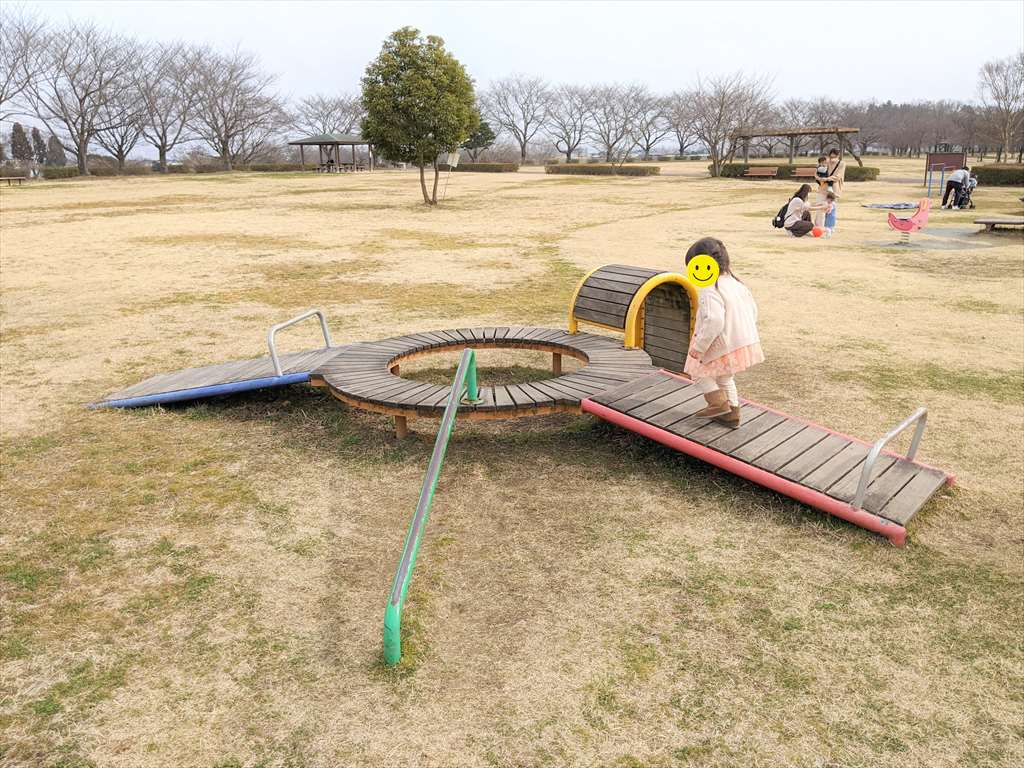 永野川緑地公園の遊具1