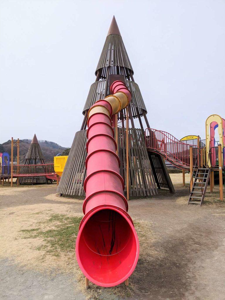 永野川緑地公園のすべり台2